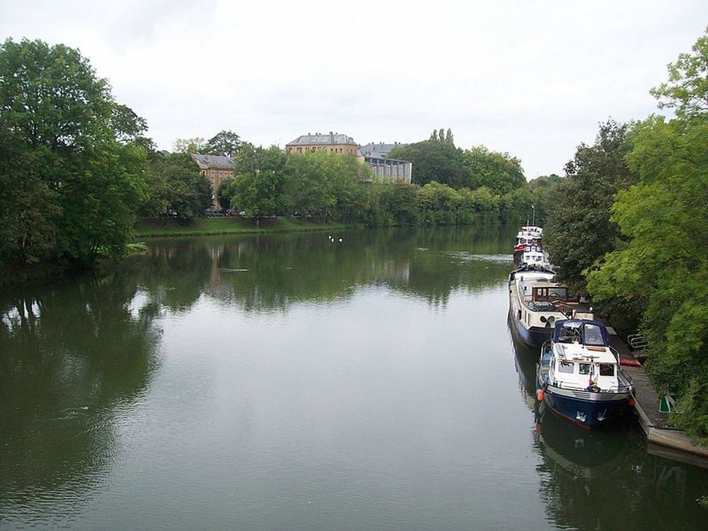 Charleville-Mézières - La Meuse vue du pont du Mont-Olympe