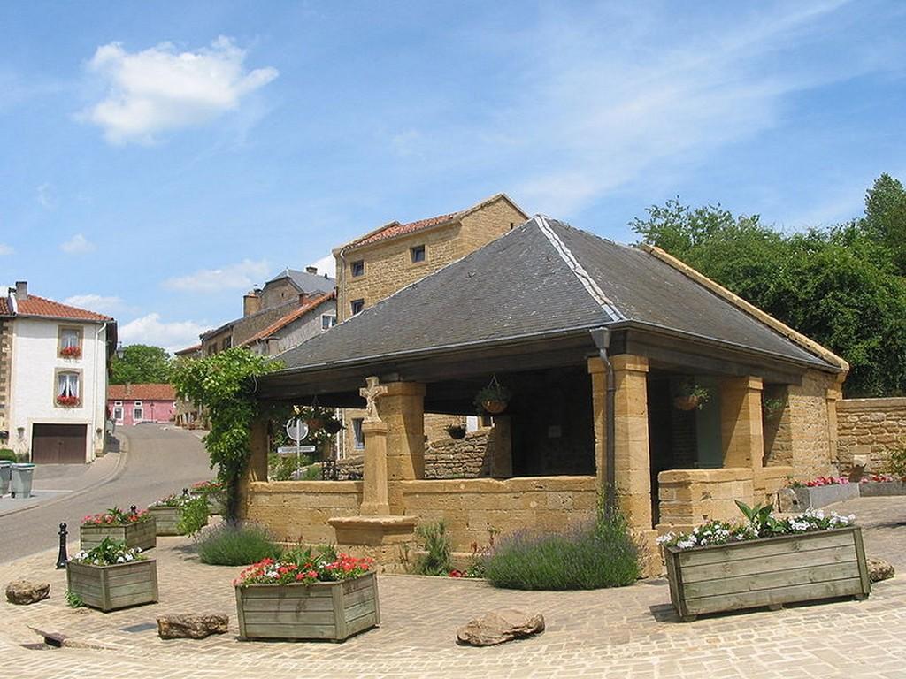 Torgny -  La fontaine  lavoir