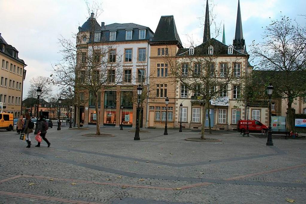 Luxembourg-Ville - La place Guillaume II (le Knuedler)