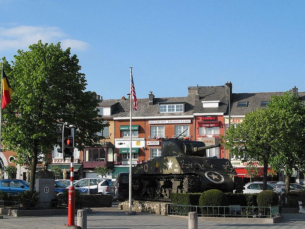 Bastogne - Place Général Mc Auliffe