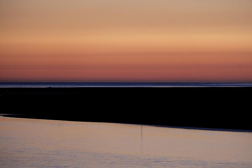 Mathieu Guillochon, photographe, rivages, couleurs, mer, Manche, Somme, Saint Valéry-sur-Somme, crépuscule, chenaux, estuaire de la Somme, baie de Somme, orange, rouge, noir, restaurant, Inside Outside