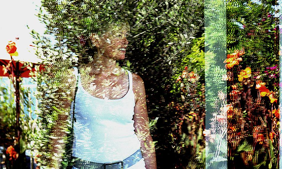 Photographie, couleurs, reflet, Sète, jeune femme, fleurs, beauté, Mathieu Guillochon, Inside Outside, France, musée Paul Valéry