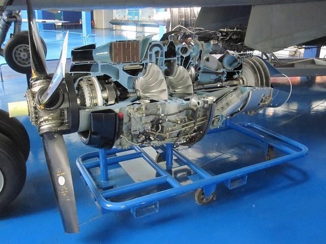 La produzione di energia meccanica si evolve, al vapore si affiancano, anche al crescere delle potenze fino a qualche decina di migliaia di cavalli i motori a turbina.