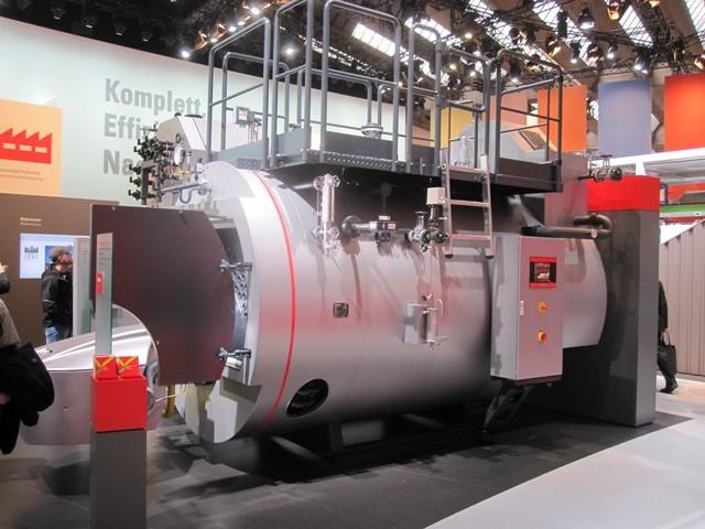 Generatore di vapore a tubi da fumo, camera di inversione bagnata del tipo a fungo, con economizzatore (Viessmann ISH 2011).