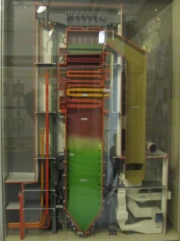 """Fuoco ad uso """"energia meccanica -> energia elettrica"""": la caldaia a tubi d'acqua - centrale termoelettrica."""