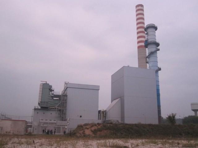 Centrale turbogas 250 MWe: Centrale senza vapore ma ... con vapore CCGT Ciclo Combinato Generatore Turbogas. A seguire il turbogas una caldaia a recupero, il cui vapore alimenta poi una turbina a vapore, nel caso della foto, altri 160 MW. 250+160=410MWe.