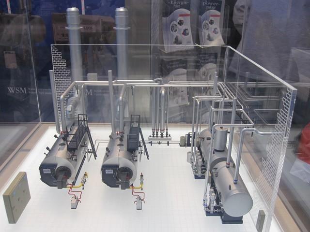 Modello di centrale termica completa con due generatori di vapore a tubi da fumo. ed impianti accessori acqua (Bosch ex Loos).