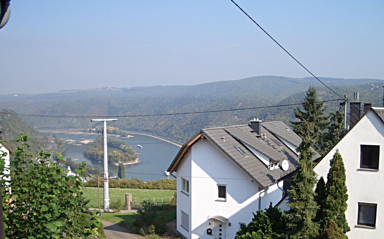 Blick aus der Sonnenuhr auf die Rheininsel