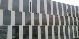 spiegelnde Glasfassade