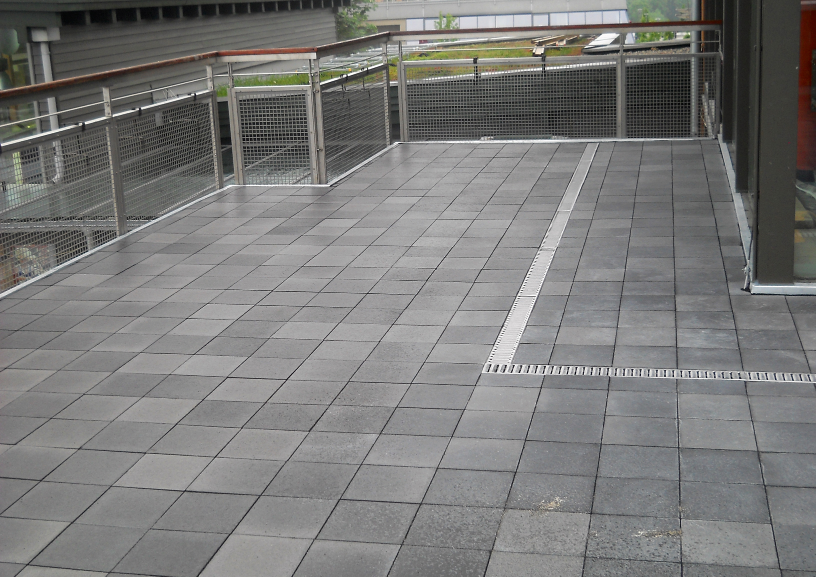 Terrassenplatten am Mc Donalds Irschenberg
