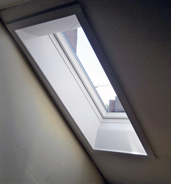 Dachfenster Roto nach dem Austausch mit Innenverkleidung