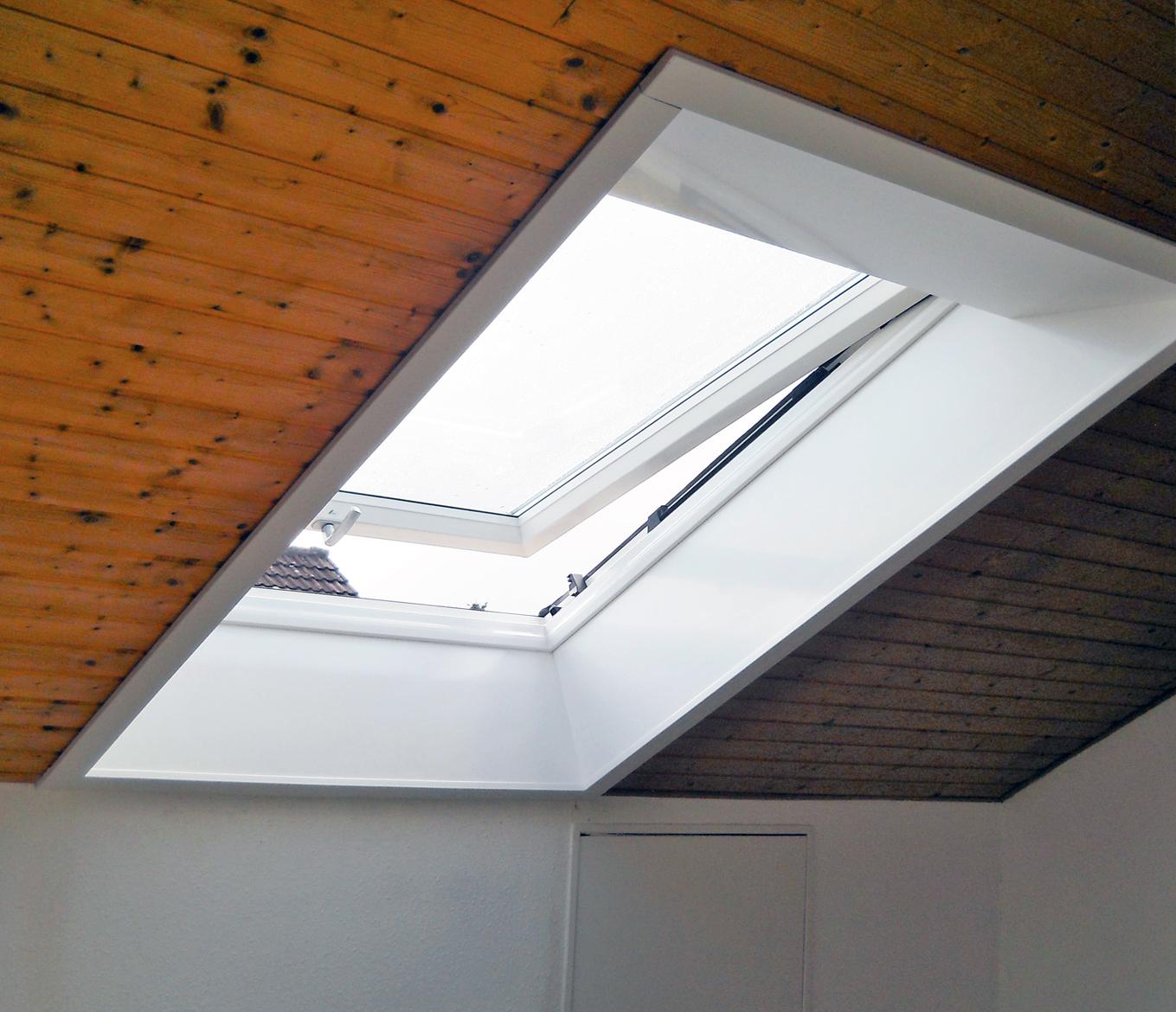 Neues Roto Dachfenster mit Kunststoff Innenfutter