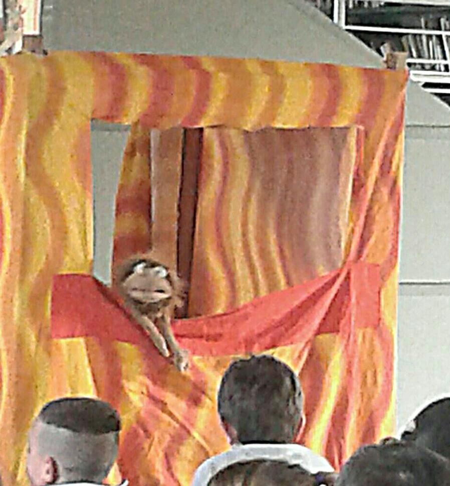 teatro di burattini e pupazzi. marionette