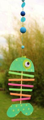 Bricolage été : poisson avec des pailles et un pic à brochette. www.toutpetitrien.ch/bricos/ - fleurysylvie