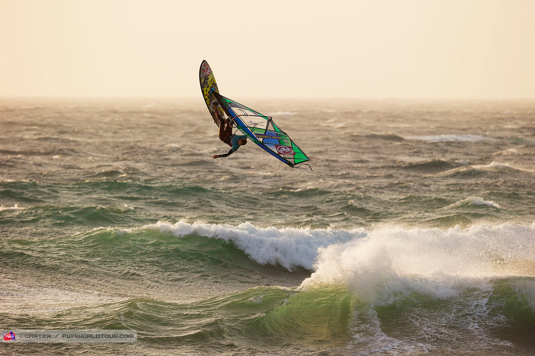 Flo Jung one-handed Backloop. ©Carter PWA