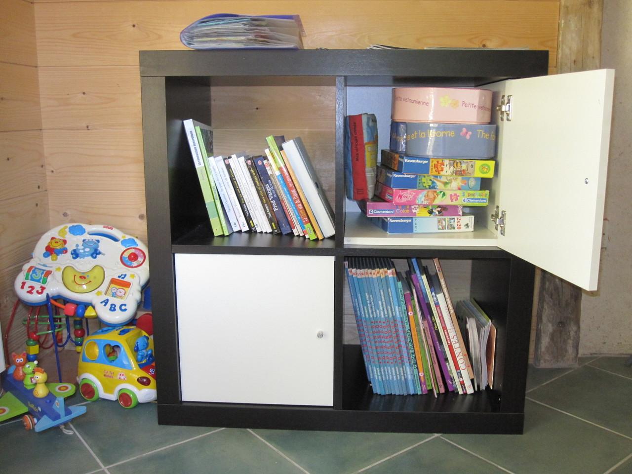 livres, jeux divers et sélection de DVD enfants