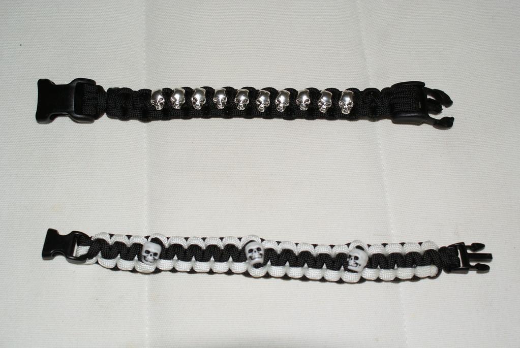 Kundenbestellung normales Armband mit Skulls F