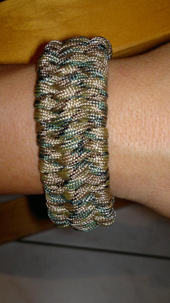 Trilobite Knot Armband etwas breiter als KIng Cobra dafür flacher ca. 3.5m Paracord
