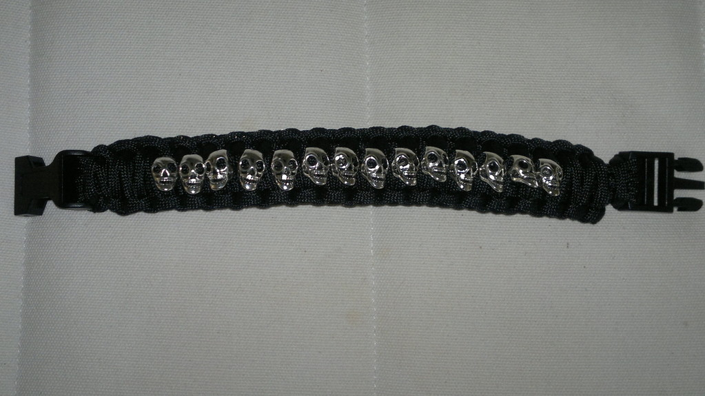 """King Cobra"" Armband mit Skulls"