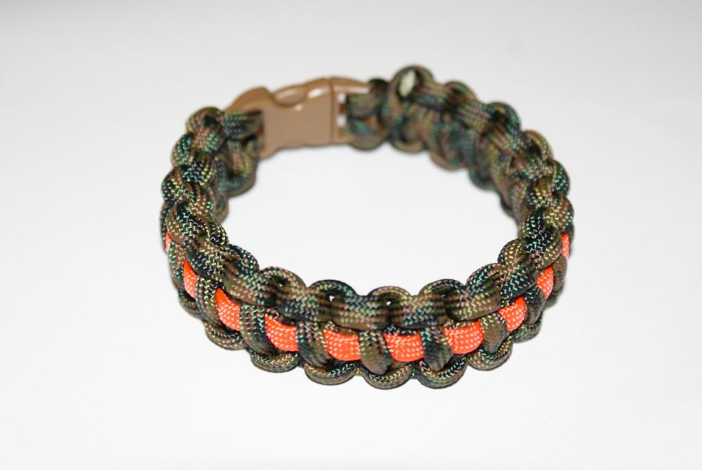 Cobra Stitch oder Portuguese Sinnet oder Solomon Bar genannter Knoten mit Einlage