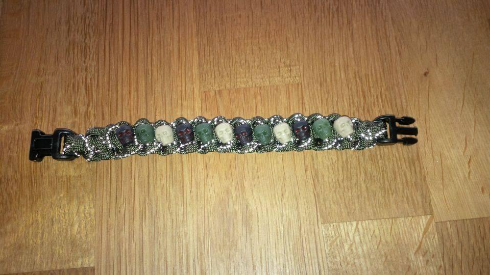 Skulls Armband Tarnfarbig
