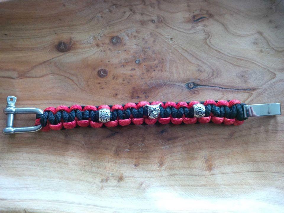 Armband mit Bullys und verstellbarem Verschluss