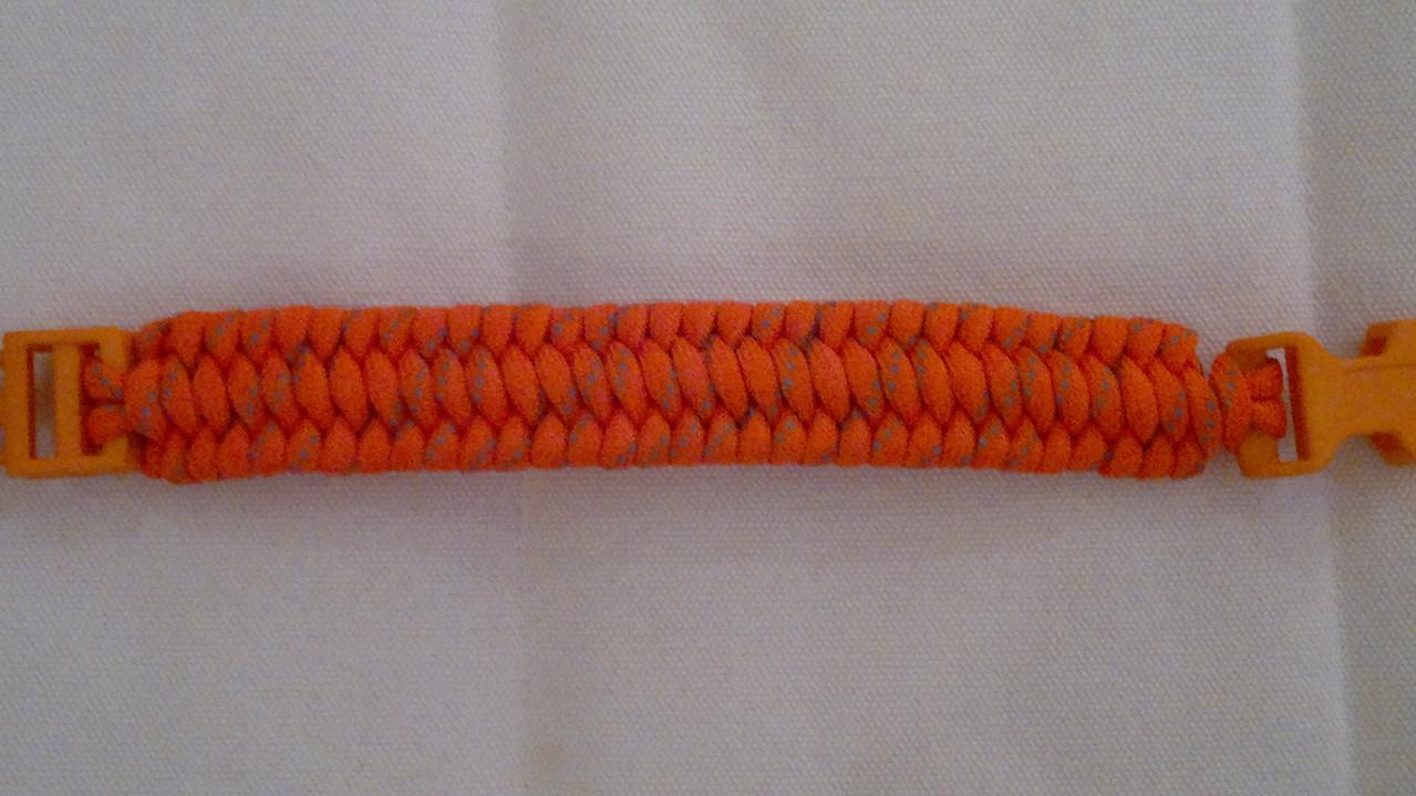 Trilobite Knot mit Orangem Verschluss