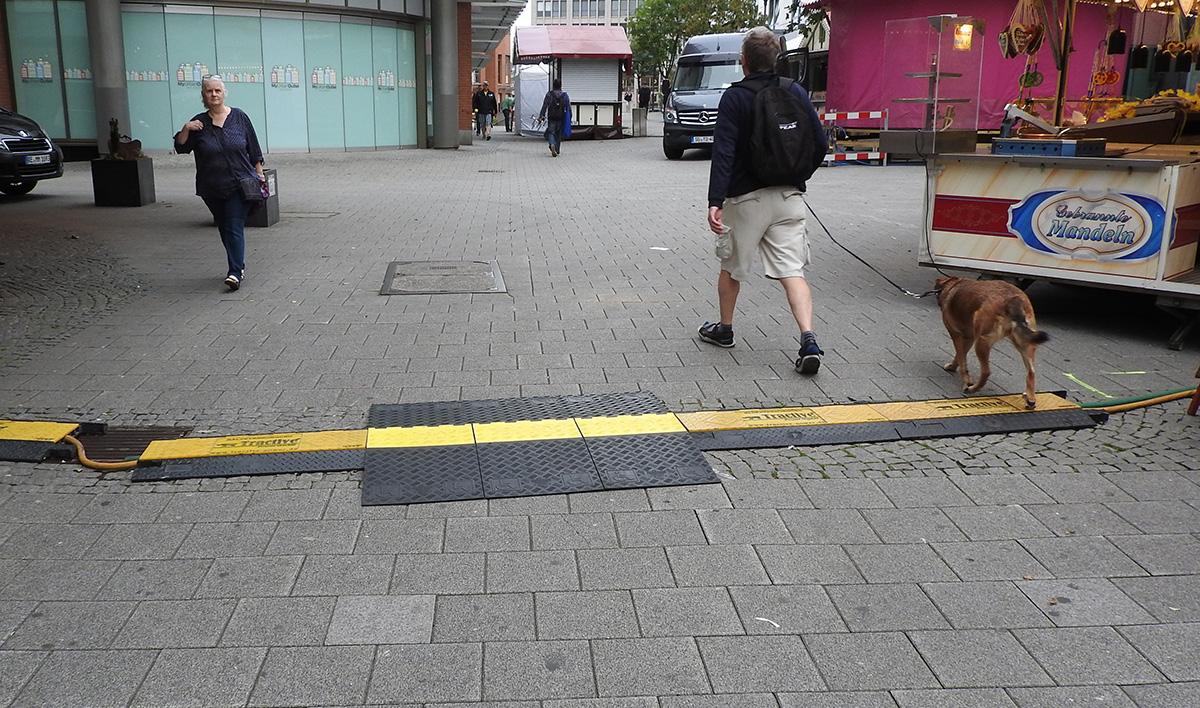 Alle Überfahrbrücken sind montiert, der Zöppkesmarkt ist barrierefrei.