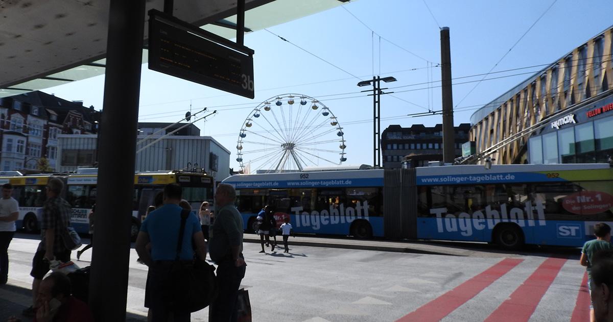 Busbahnhof mit Riesenrad-Anschluss