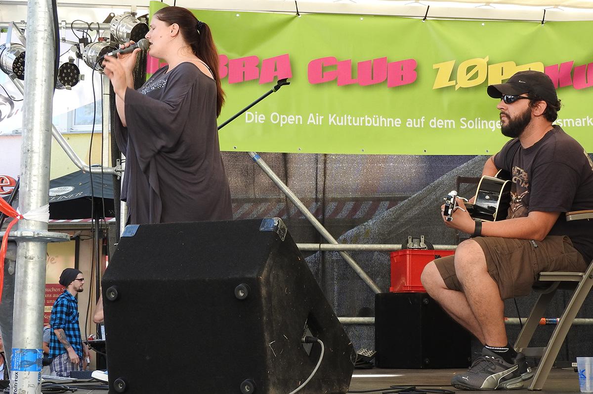 Live-Act on Stage, auf deutsch: op dr Böhn singt wer