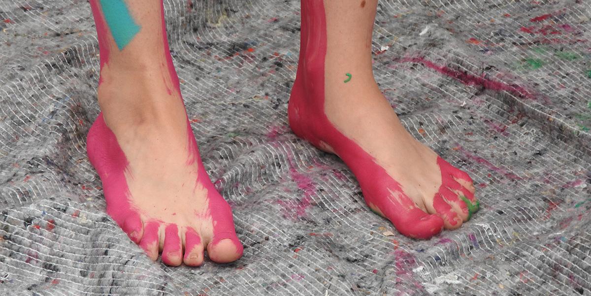 Vom Laufen hat so mancher auf dem Markt streifige Füße bekommen ...