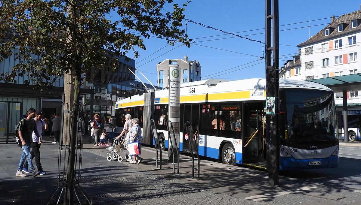 Obusfahren kann man fast nur in Solingen. Selbst notorische Autofahrer sollten es mal wieder ausprobieren :-)