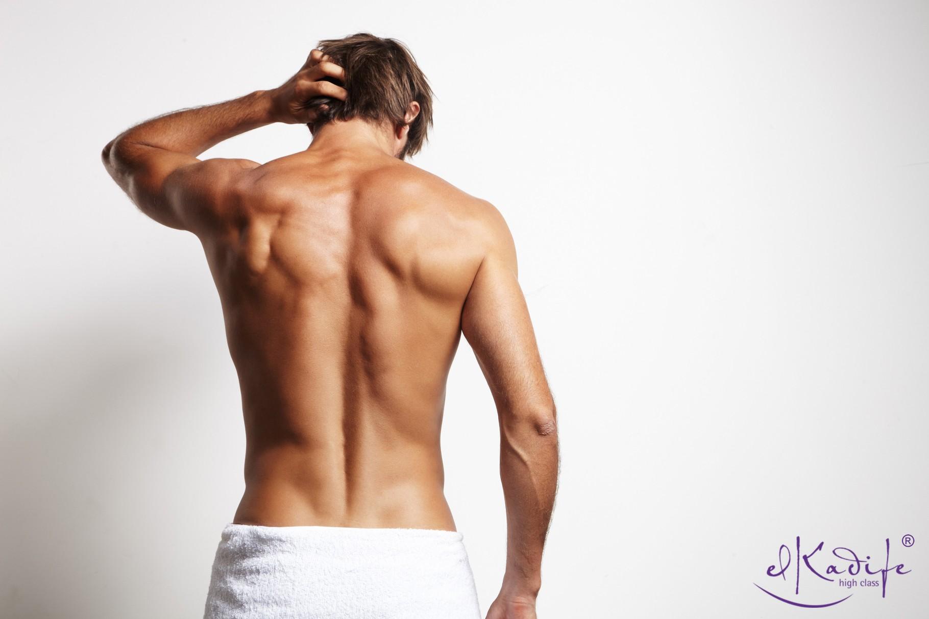 Enthaarter Männerkörper, Brust, Achseln, Rücken, Beine