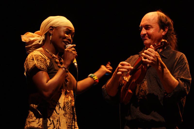 La chanteuse malienne Founé Diarra et le violoniste breton Jacky Molard