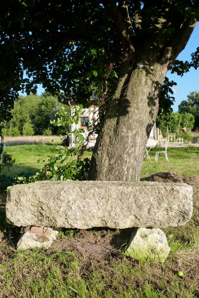 Sous La Garenne - Banc de pierres