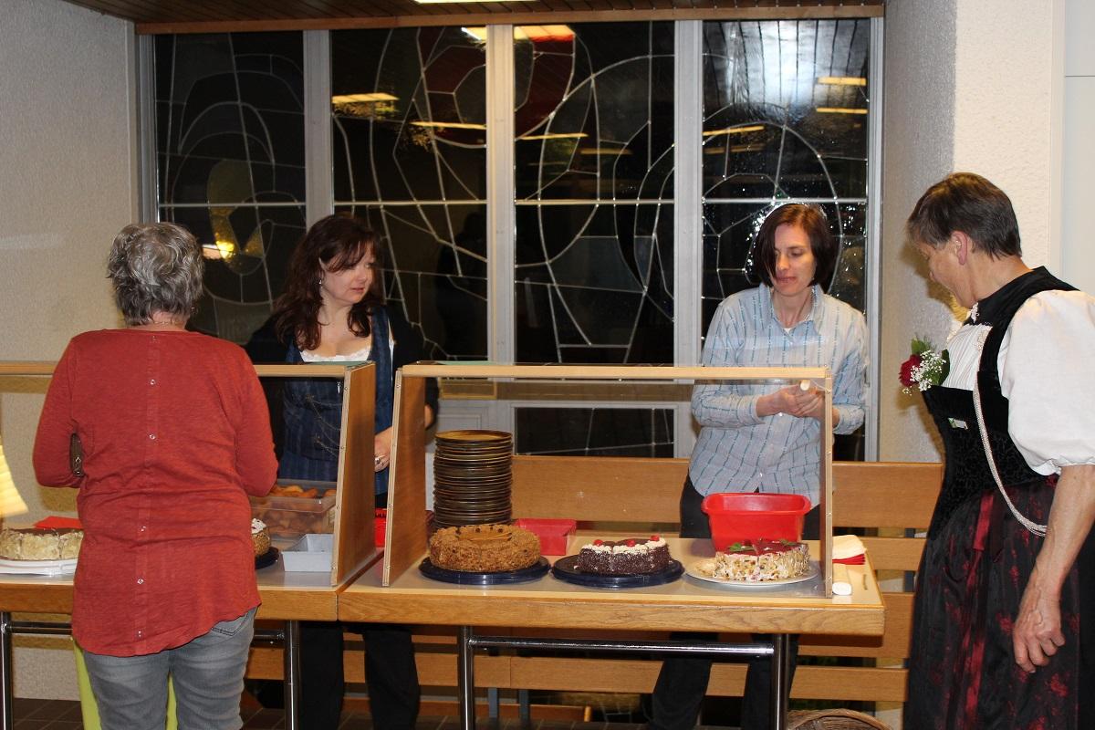Danke an unsere Helferinnen am feinen Kuchenbuffet
