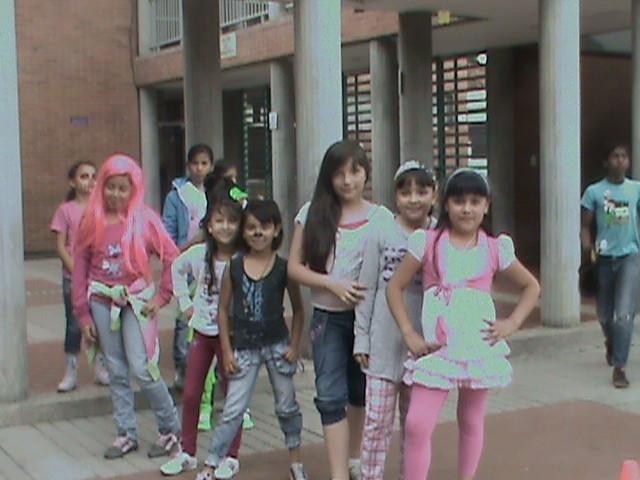 Jugando en el patio niñas 3A