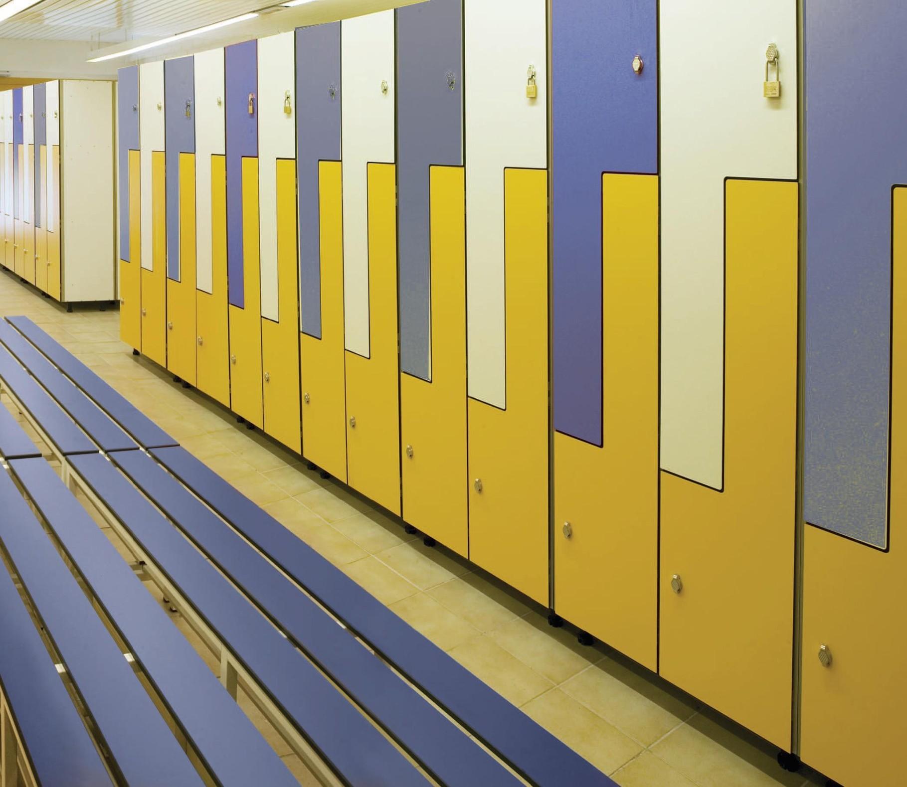 Taquillas bancos vestuarios equipamiento centros for Precio taquillas vestuarios