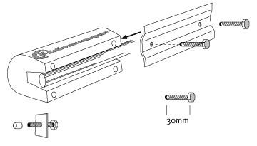 Při montáži na měděné a plastové trubky je bezpodmínečně nutné nasadit na šrouby plastové čepičky!