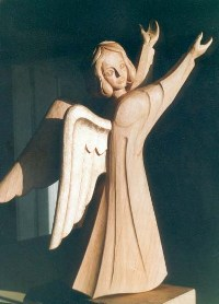Engelfigur in Lindenholz