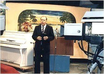 """Unser tägliches Fernsehprogramm von 7.30 - 8.00 Uhr """"BEGEGNUNG MIT GOTT"""" Samstags war Kinderprogramm mit """"Tia Imi"""" = Tante Irmgard"""