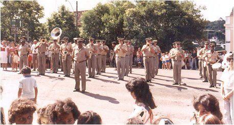 Das Militär spielte bei der Einweihung unserer Kirche, bei der auch viele Persönlichkeiten des öffentlichen Lebens teilnahmen.