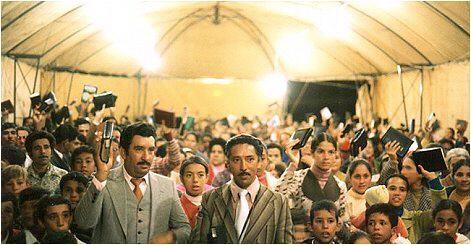 Überfülltes Zelt, Abend für Abend! Menschen bekehren sich, erleben Heilung am Körper, erfahren auch die Geistestaufe...