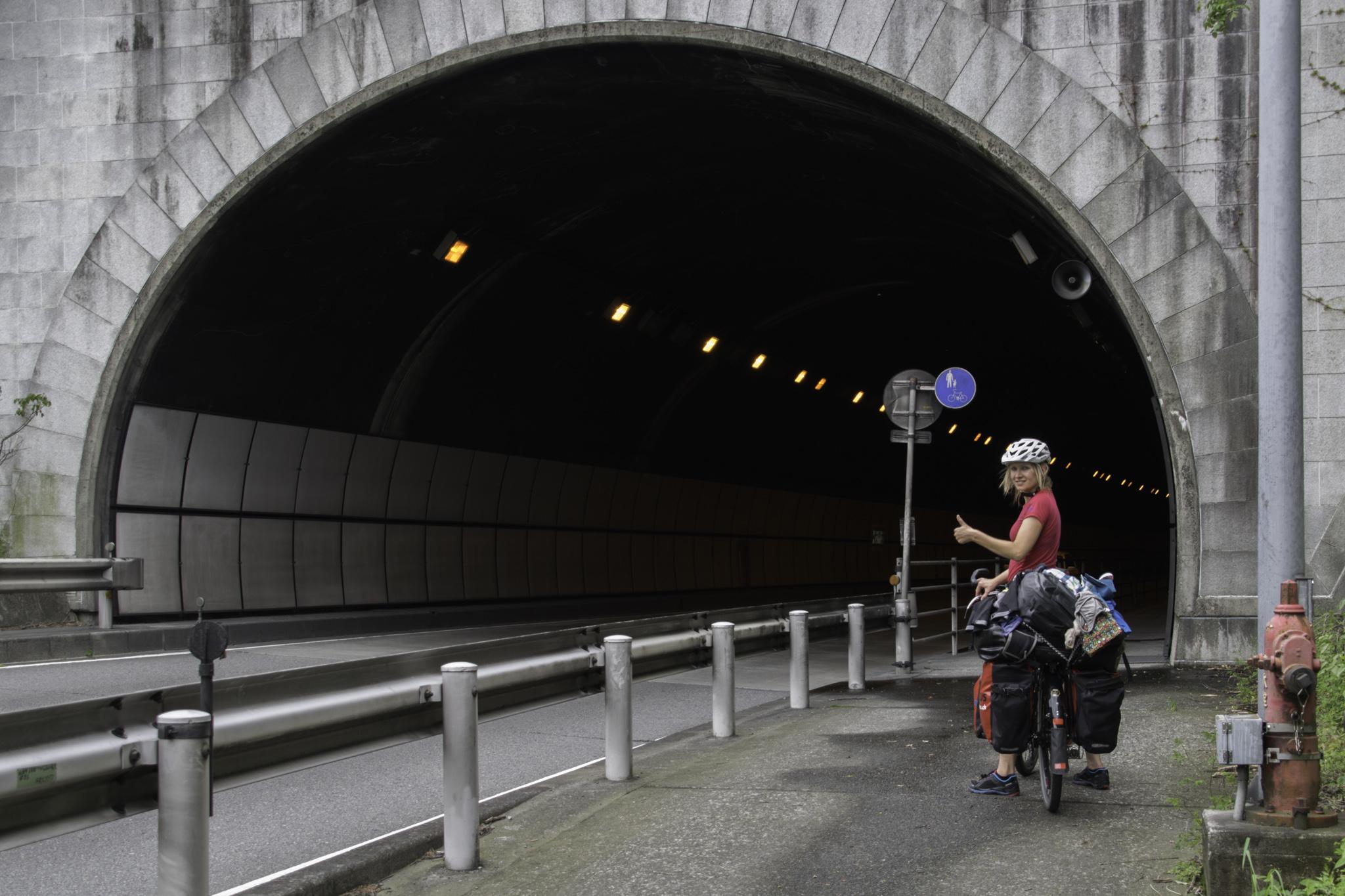 Fahrradweg durch den Tunnel