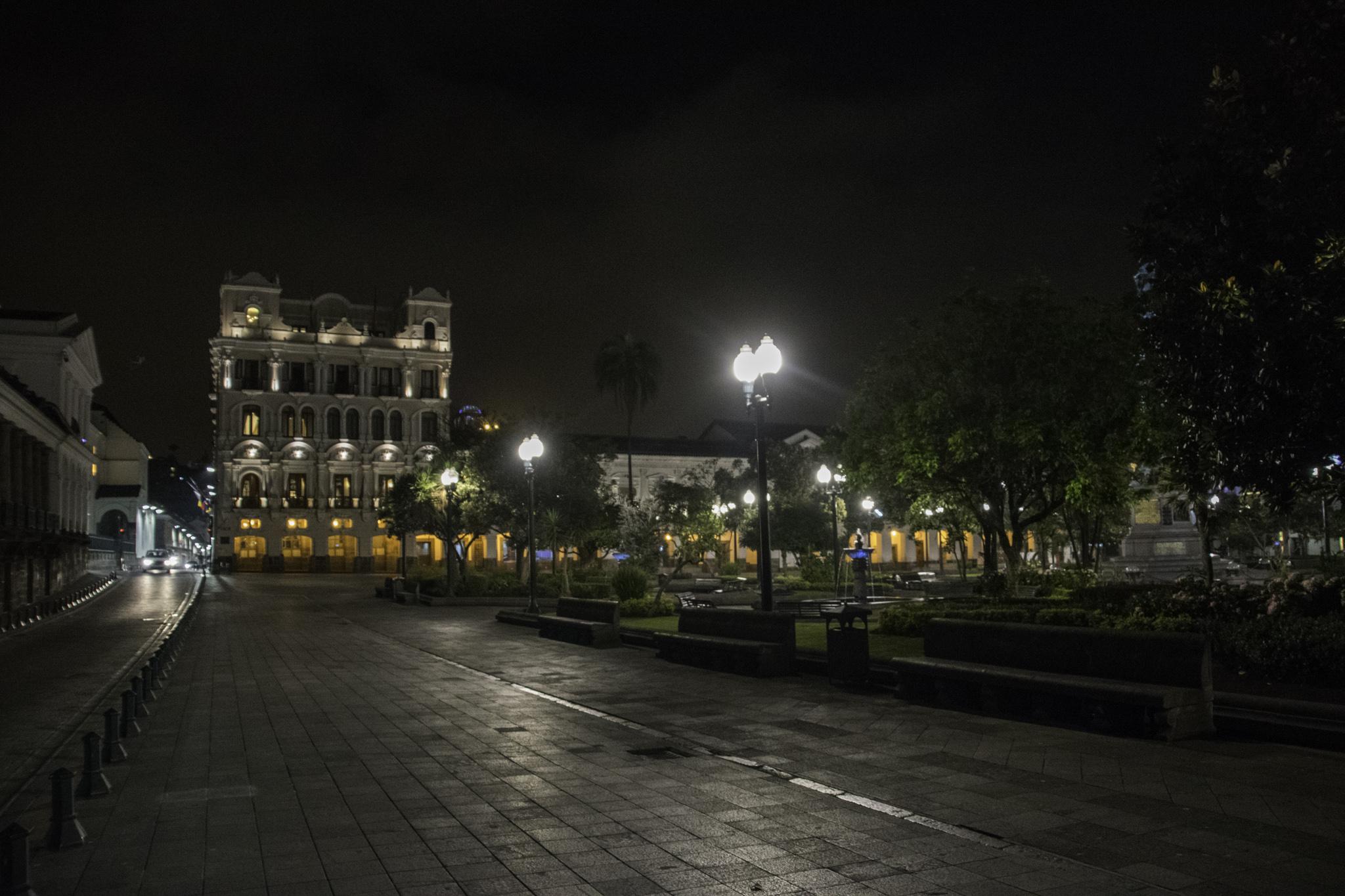 Plaza de la Independencia bei Nacht