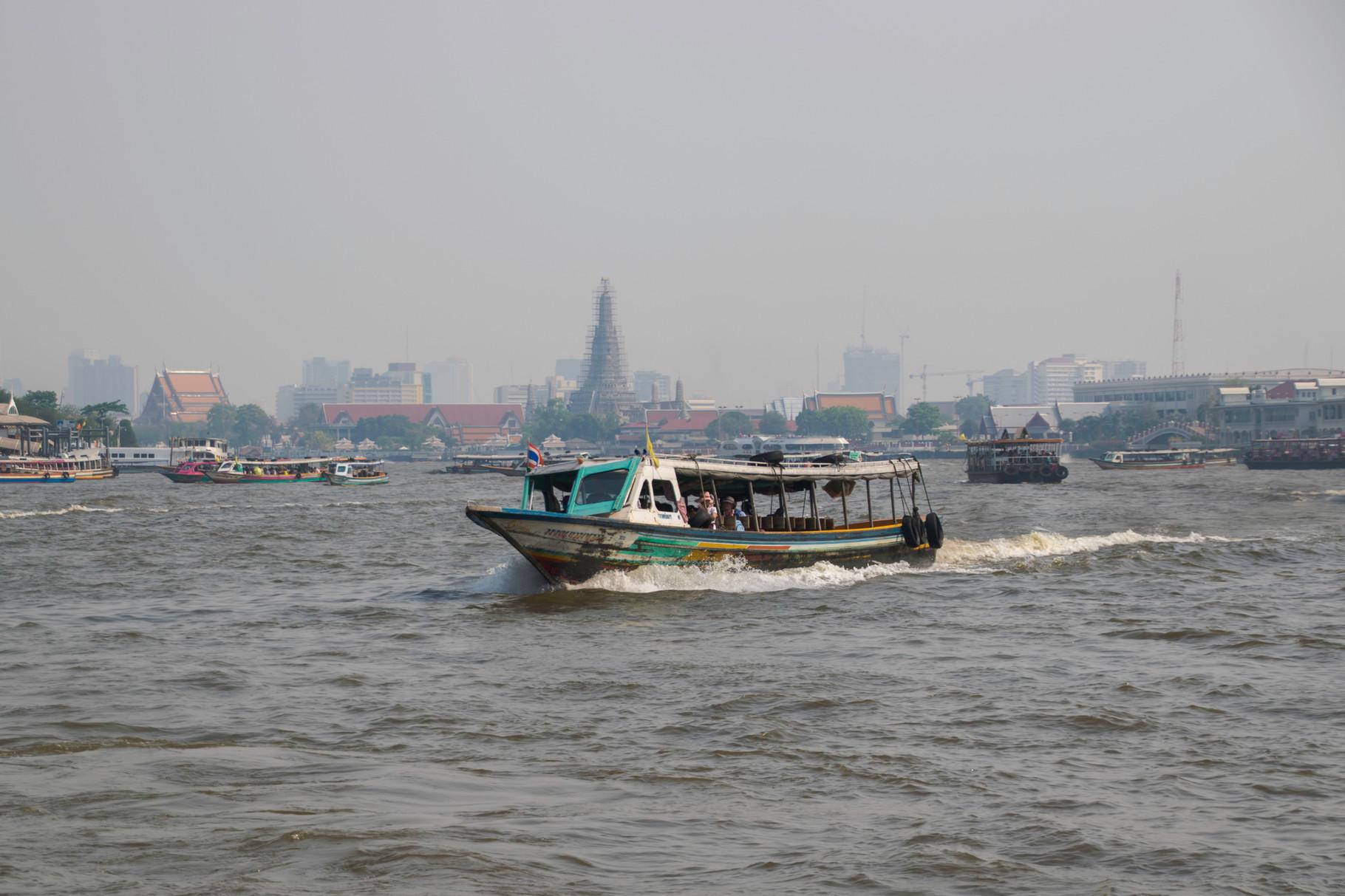 Schiffverkehr auf dem Chao Phraya