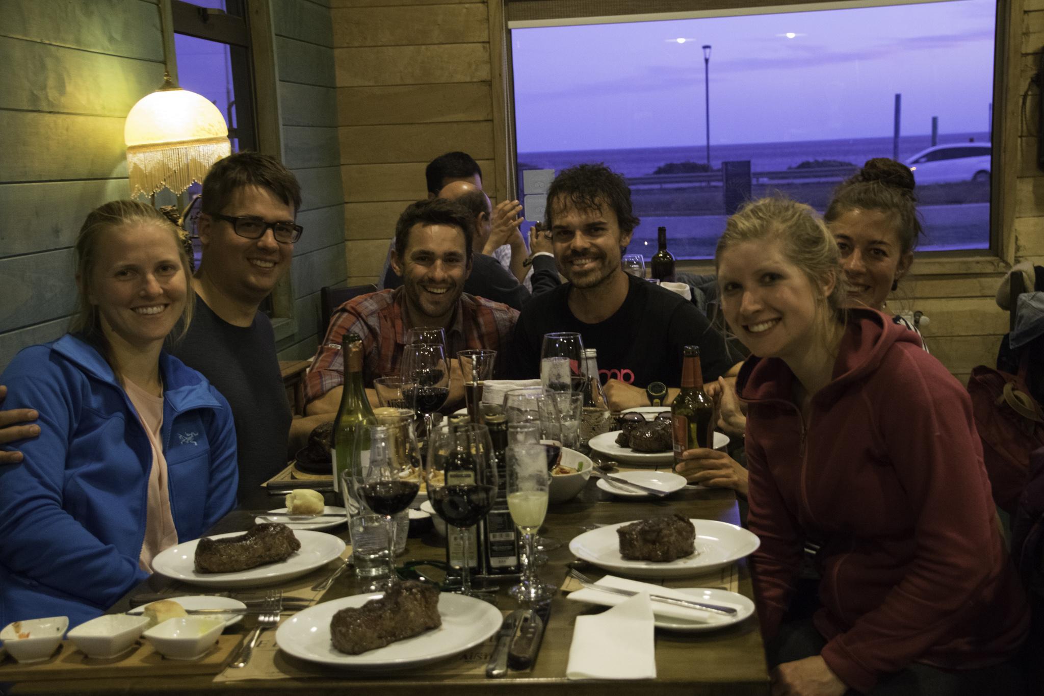 Miriams Geburtstagsfeier im Steak-House in Schweizer Gesellschaft