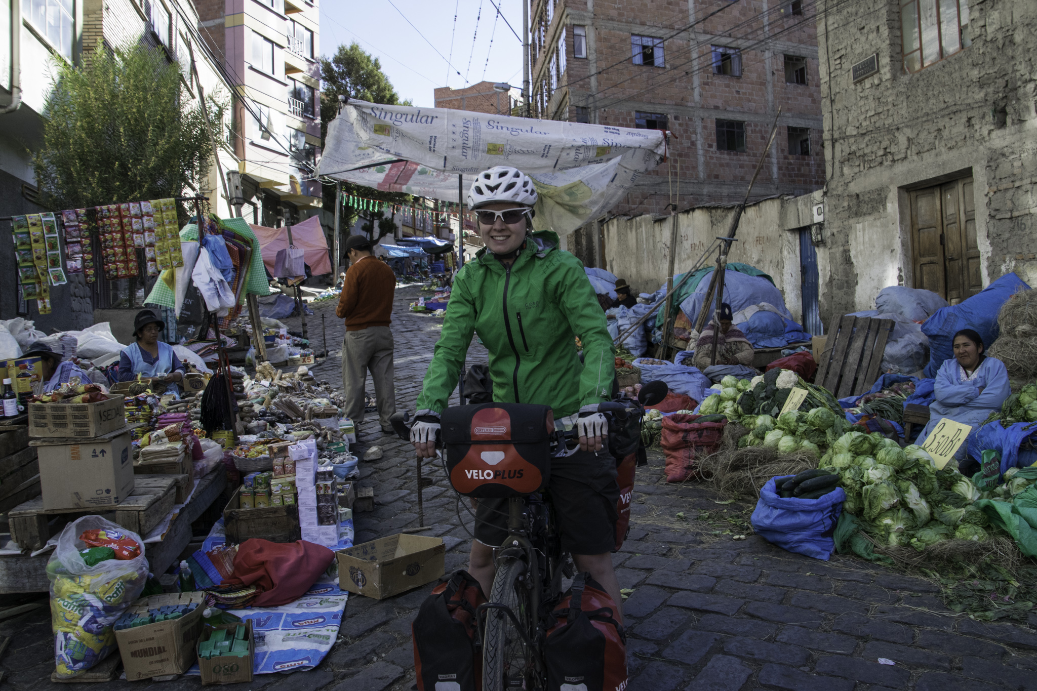 Fahrt durch einen Strassenmarkt