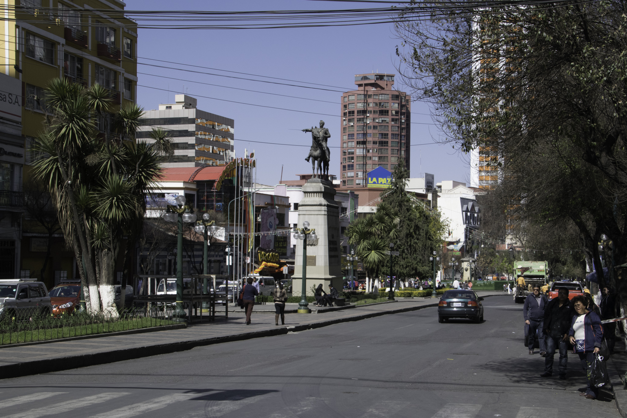 El Prado, Hauptstrasse von La Paz mit super Restaurants und Cafés