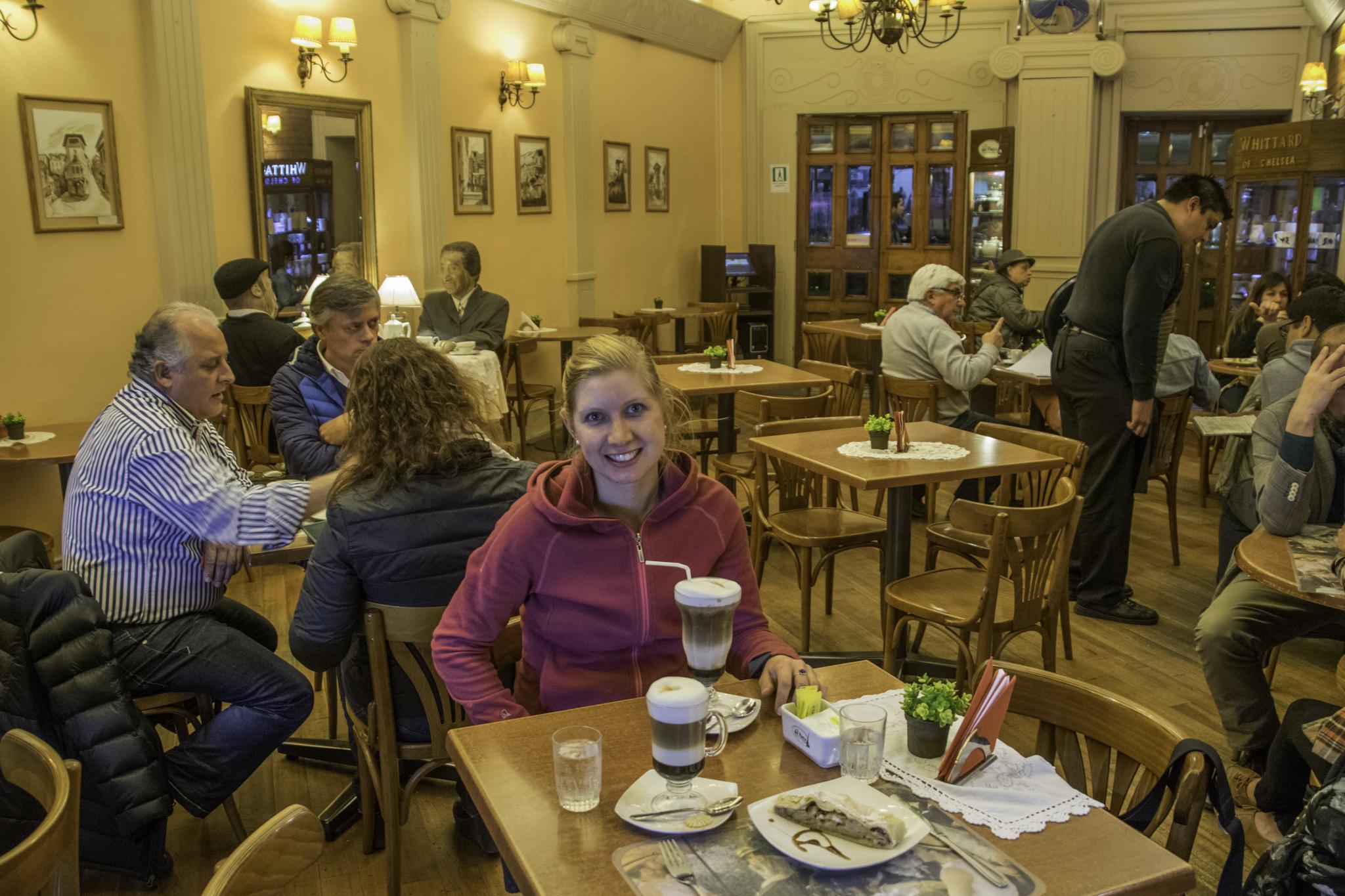 """Das """"Cafe des Dichters"""" in Valparaíso - der Kaffee sieht besser aus, als er schmeckte..."""
